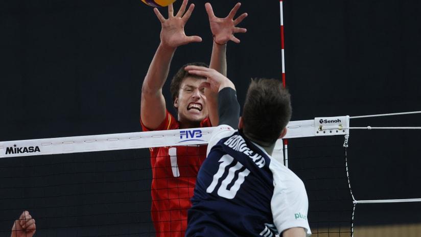Denis Karyagin on the block against Poland