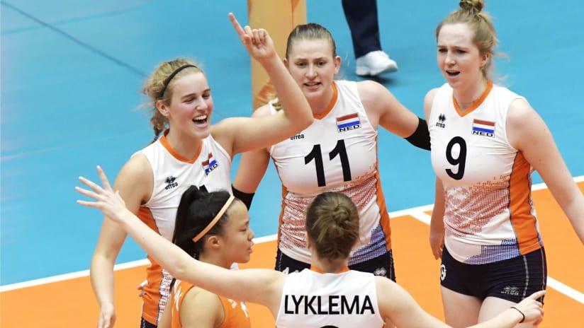 Team huddle for the Netherlands