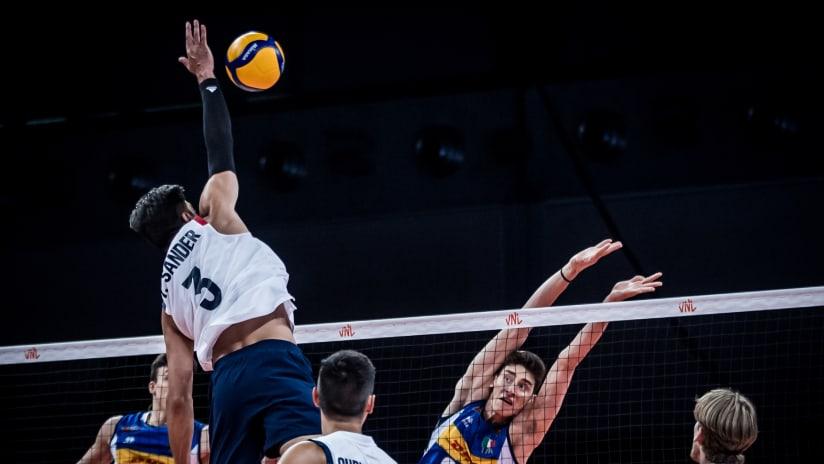 Sander hits against the Italian block
