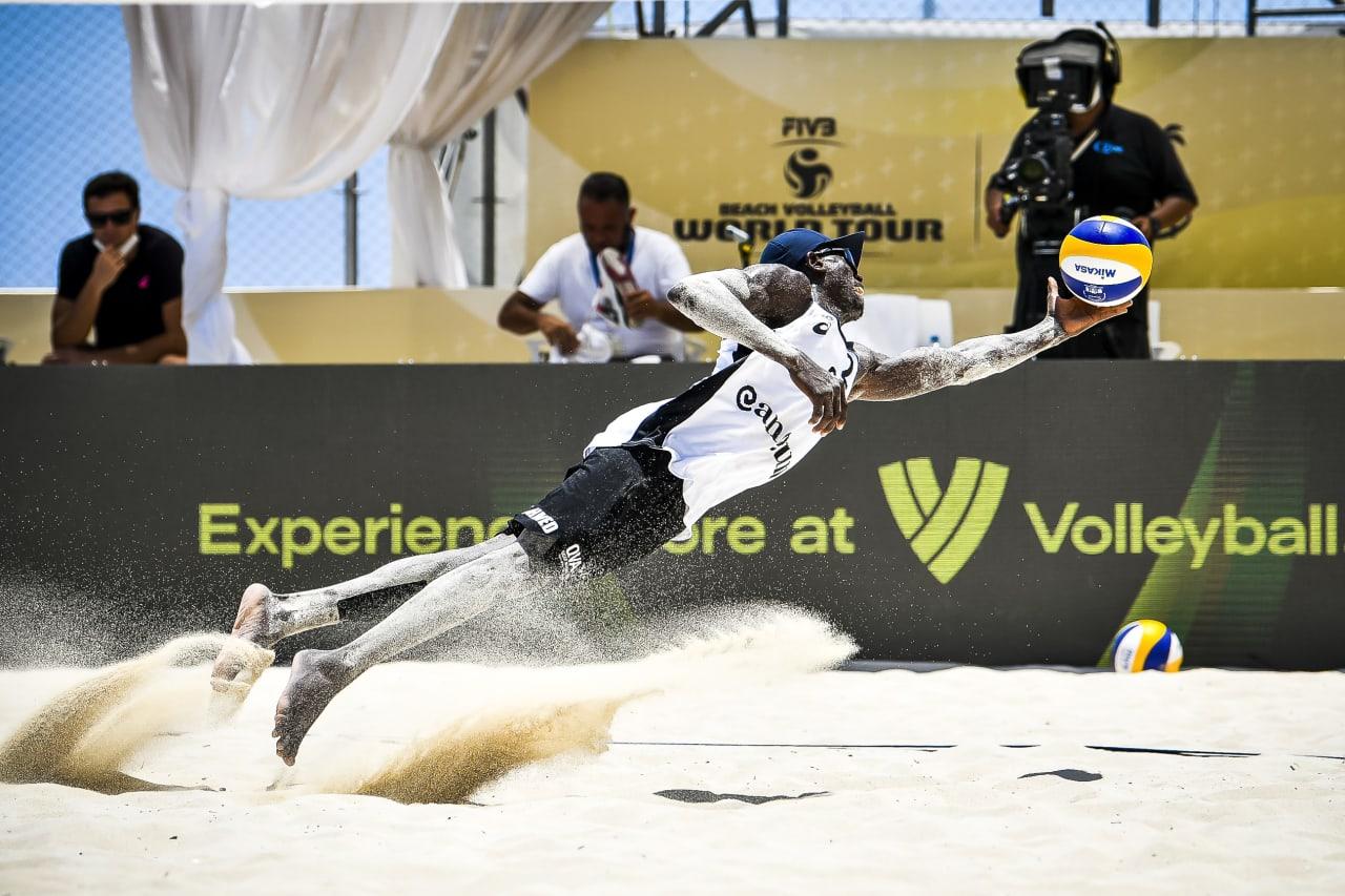 Ahmed Tijan (Qatar) saves the ball