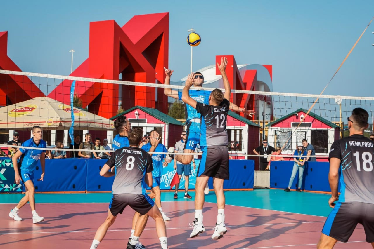 Playing volleyball in Kemerovo