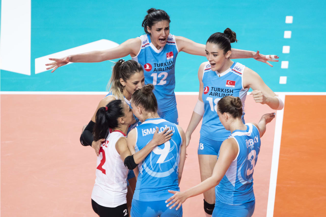 Turkish players celebrate a point