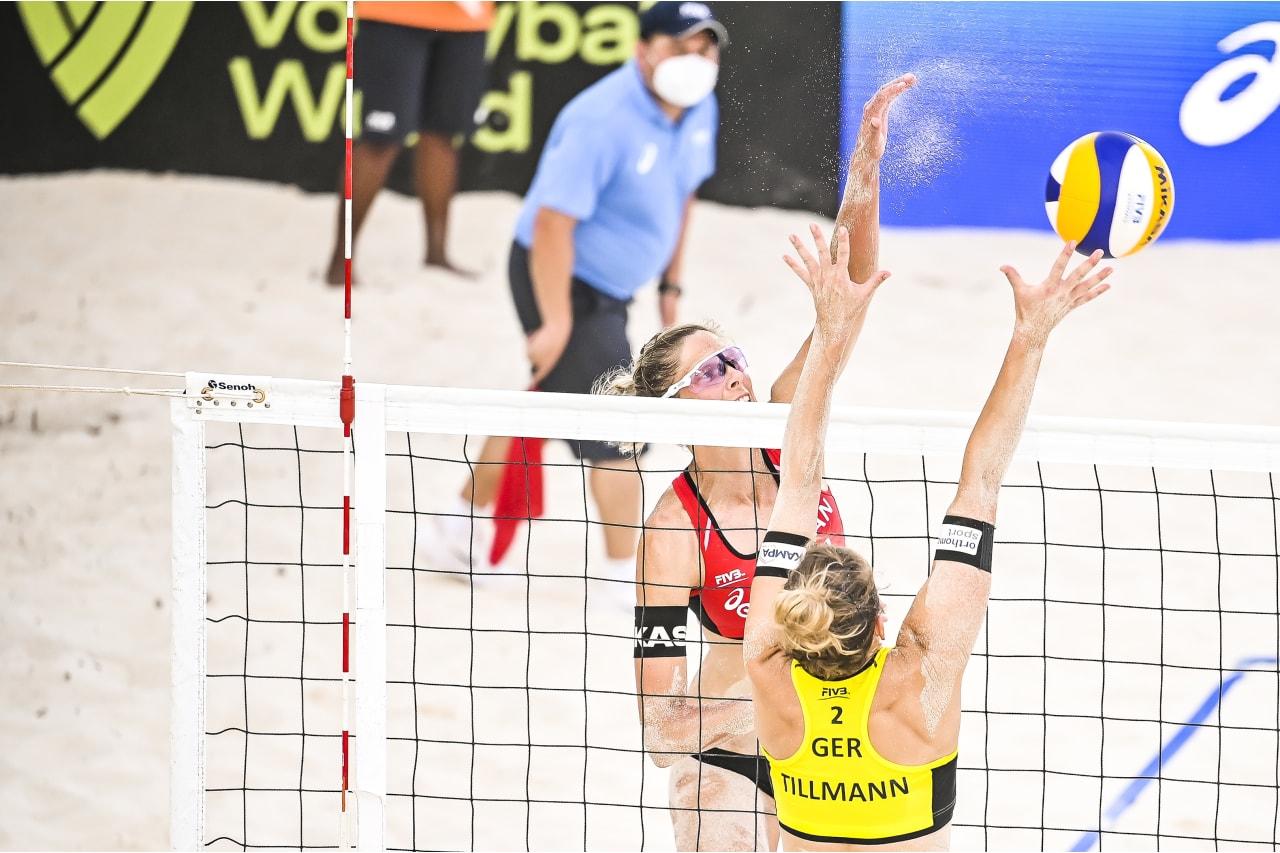 Sarah Pavan (Canada) attacks above the block of Cinja Tillmann (Germany)