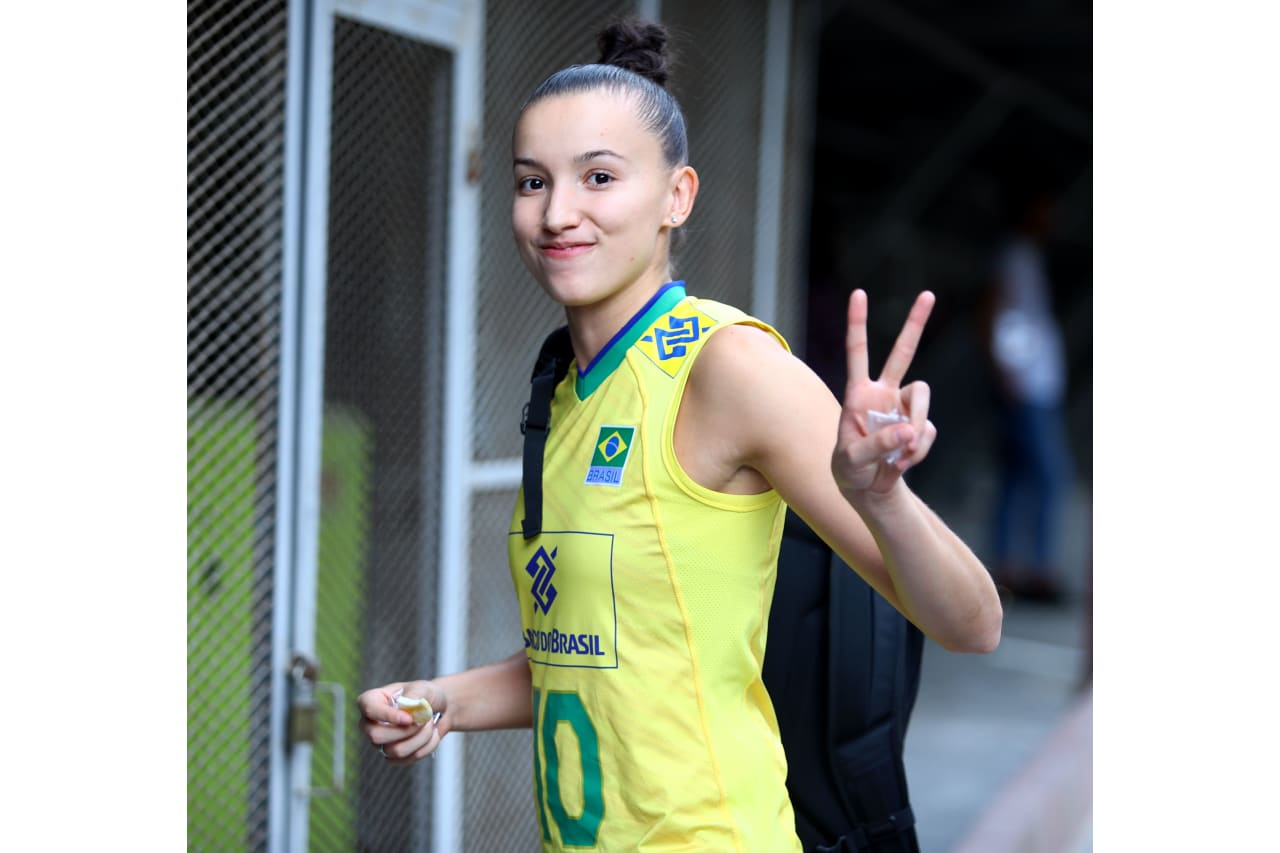 Gabi Guimaraes (Brazil) enters the competition hall