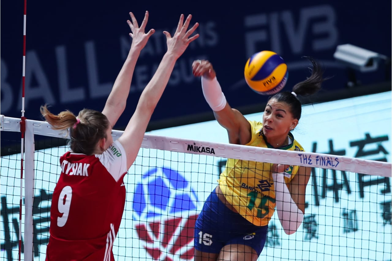 Brazil's Ana Carolina da Silva works at the net