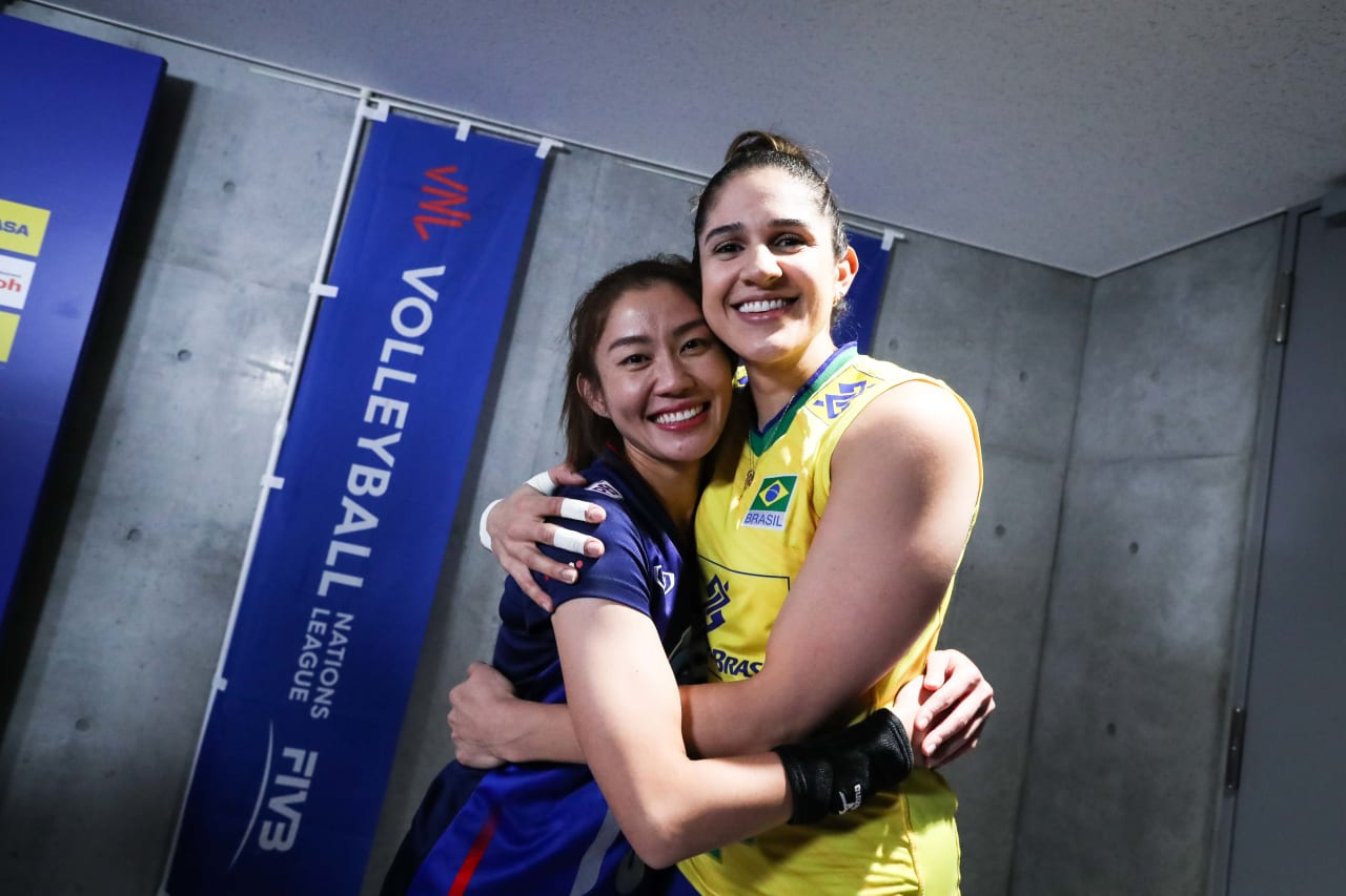 Captains Nootsara Tomkom (Thailand) and Natalia Pereira (Brazil) after the coin toss