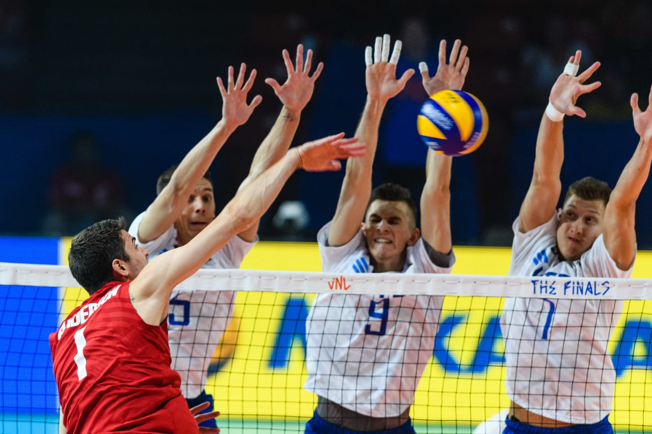 USA's Matt Anderson goes up against the Russian block