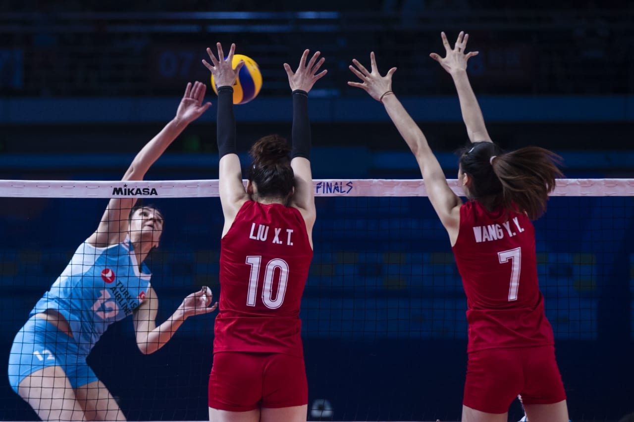 China's Liu Xiaotong (10) and Wang Yuanyuan (7) try to stop the Turkish offence