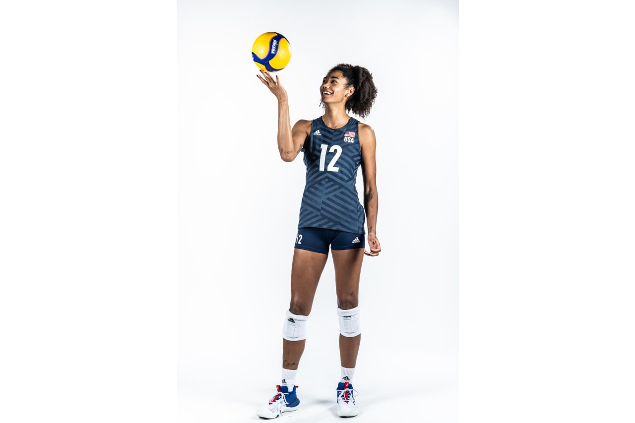 12-Jordan Thompson - looking at the ball