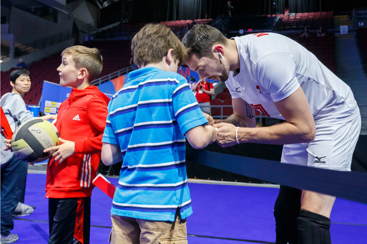 Stephen Maar (Canada) signs autographs for young fans