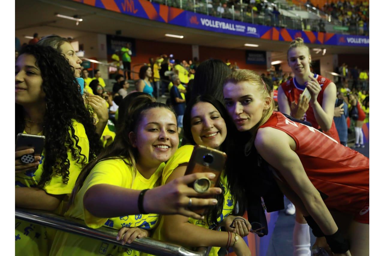 Fans take selfies with Valeriya Zaytseva (Russia)