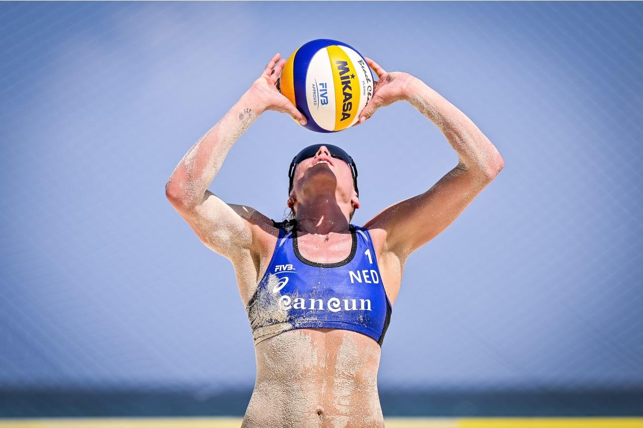 Sanne Keizer (Netherlands) sets the ball