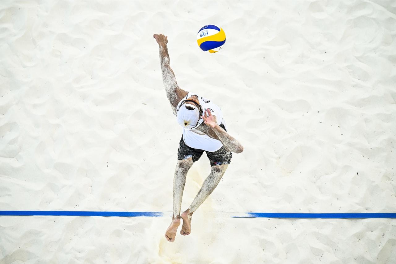 Arthur Lanci (Brazil) jump-serves