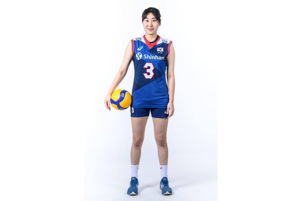 3-Hye Seon Yeum - with a Mikasa ball