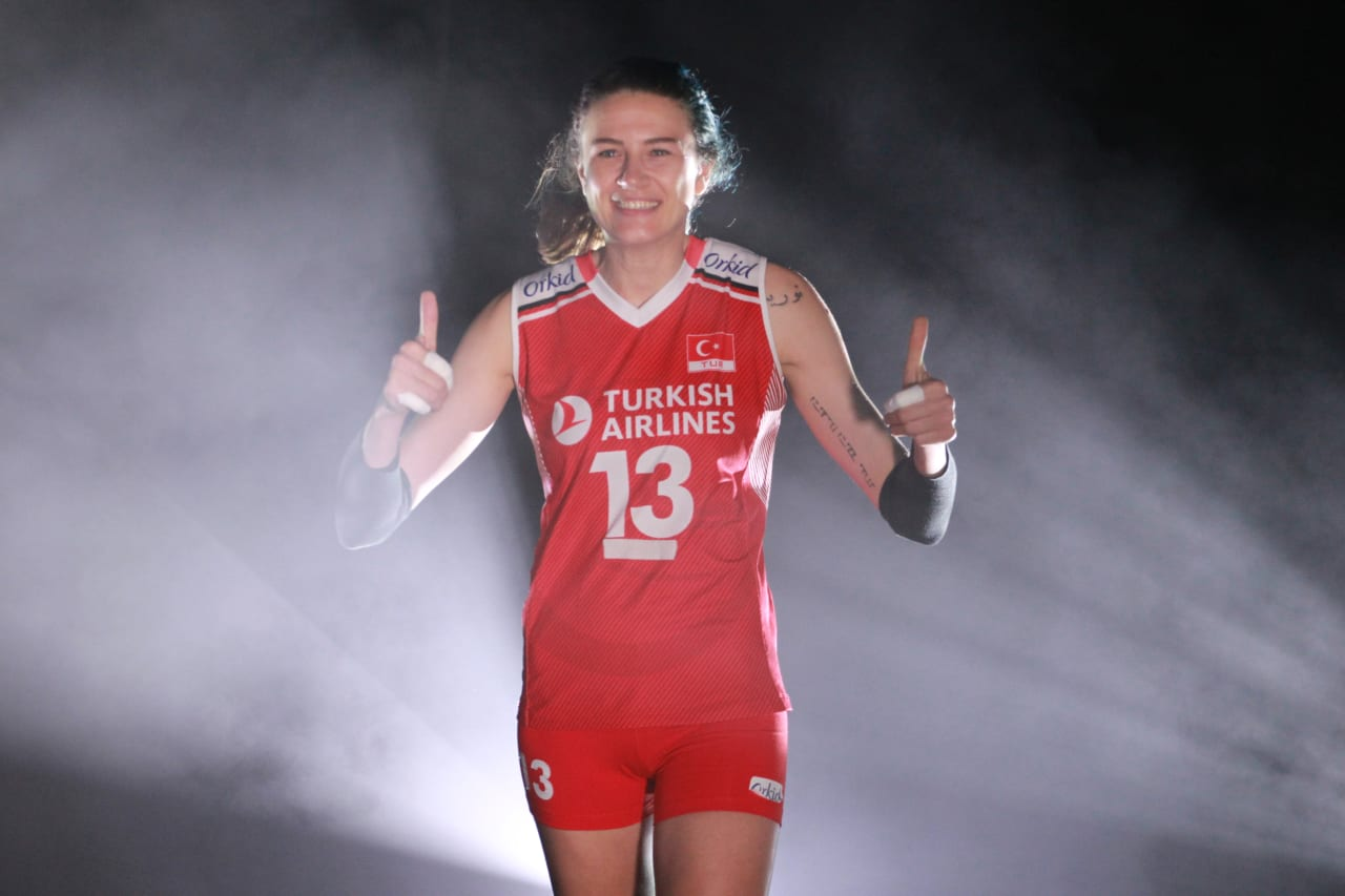 Turkey's captain Meryem Boz gives thumbs up as she enters the court