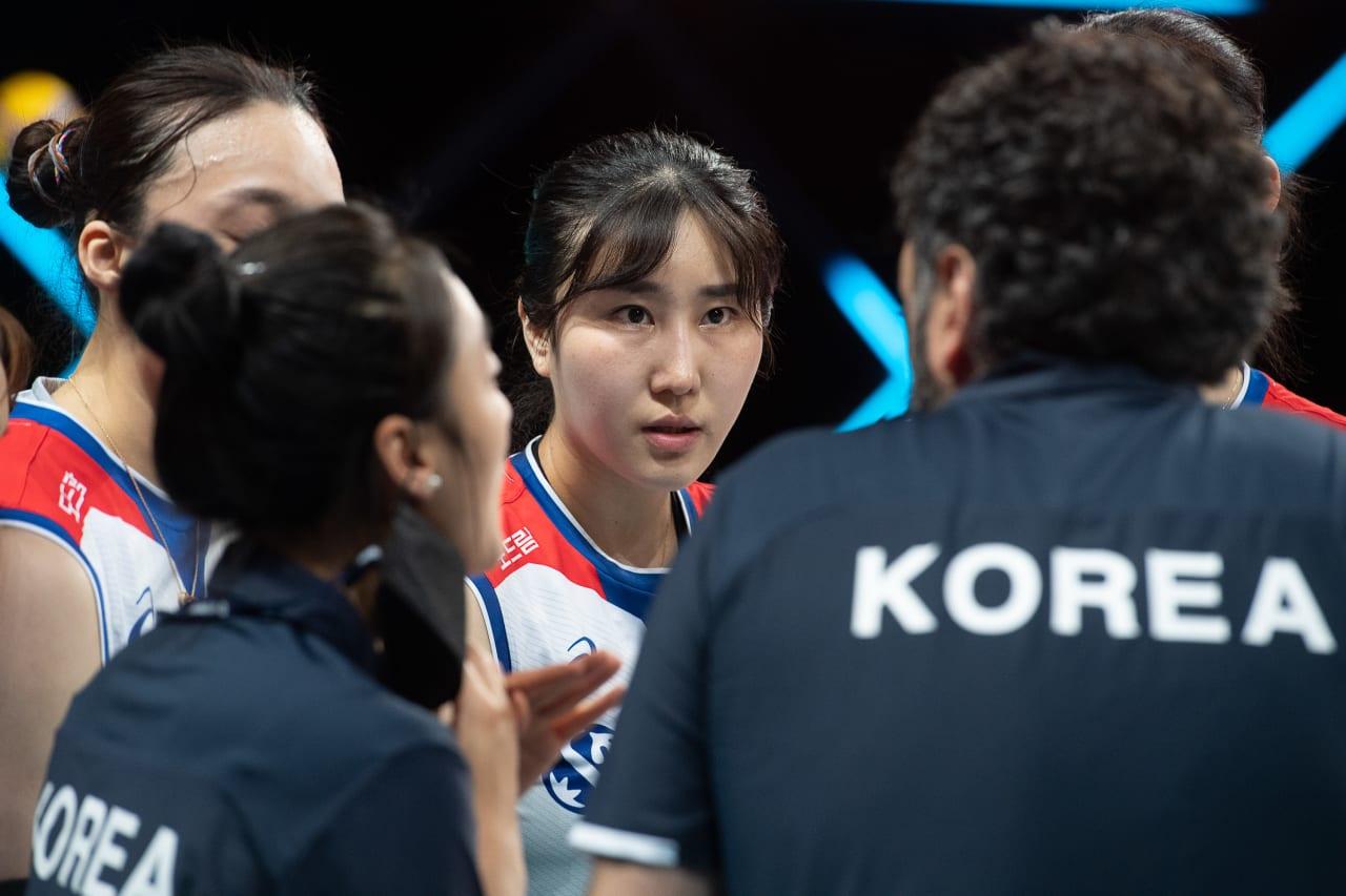 Korea team talk