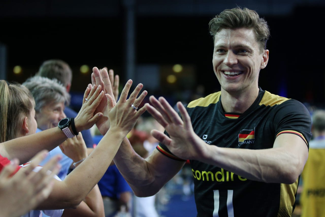 Lukas Kampa (Germany) greets the fans