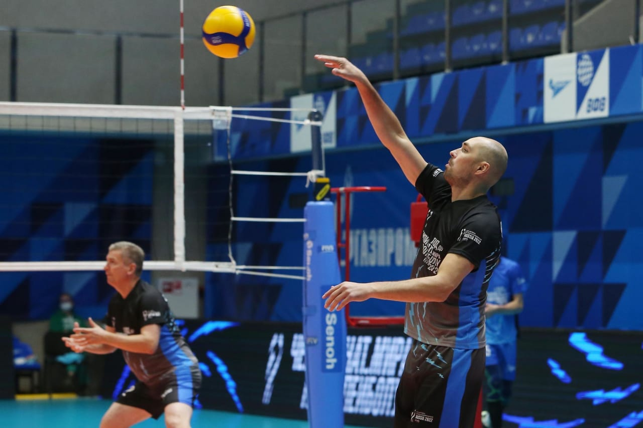Playing volleyball in Saint-Petersburg