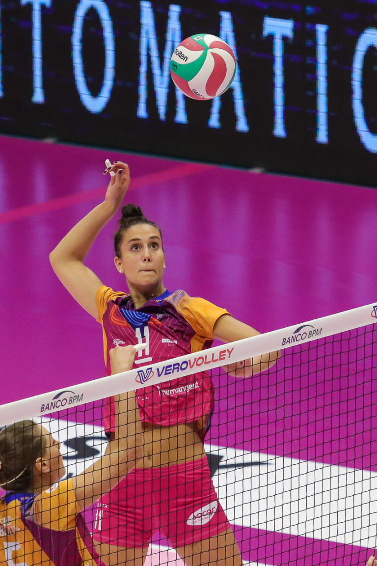 Weekend of upsets marks women's league in Italy