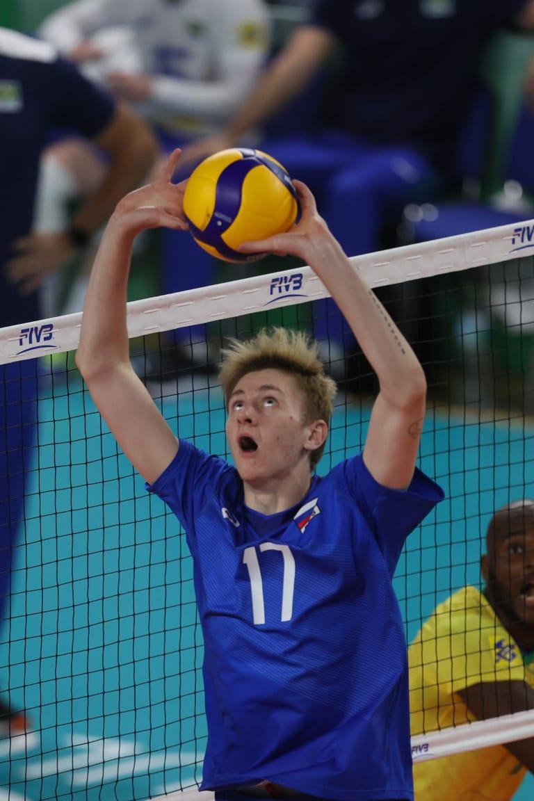 Russia edge Brazil on final stretch